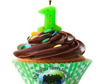HTS B Day cupcake
